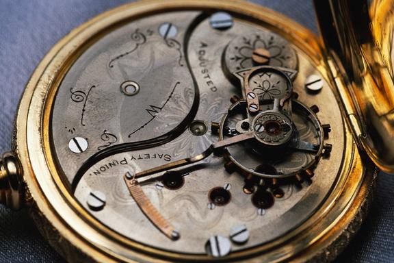 Antique watch condition estimating