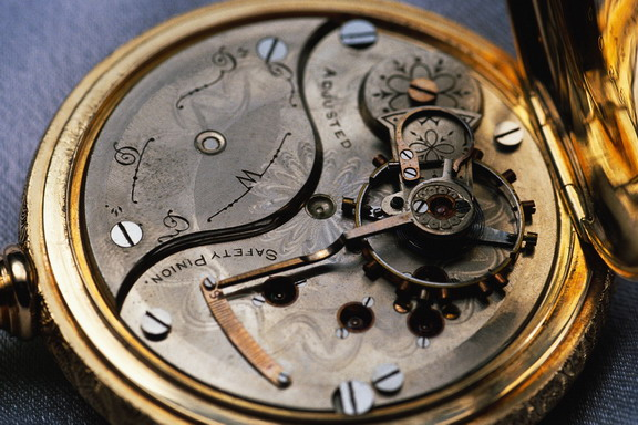 Antique watch condition estimating